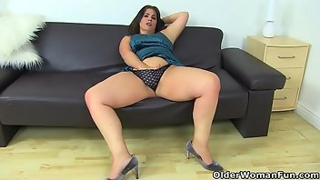 Dutch MILF Mature Mom